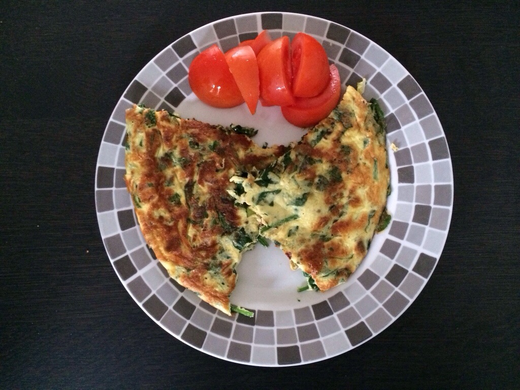Spinazie-omelet met tomatensalade