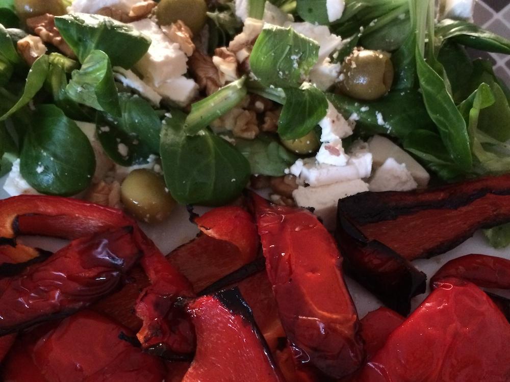 Geroosterde paprika veldsla feta olijven walnoten
