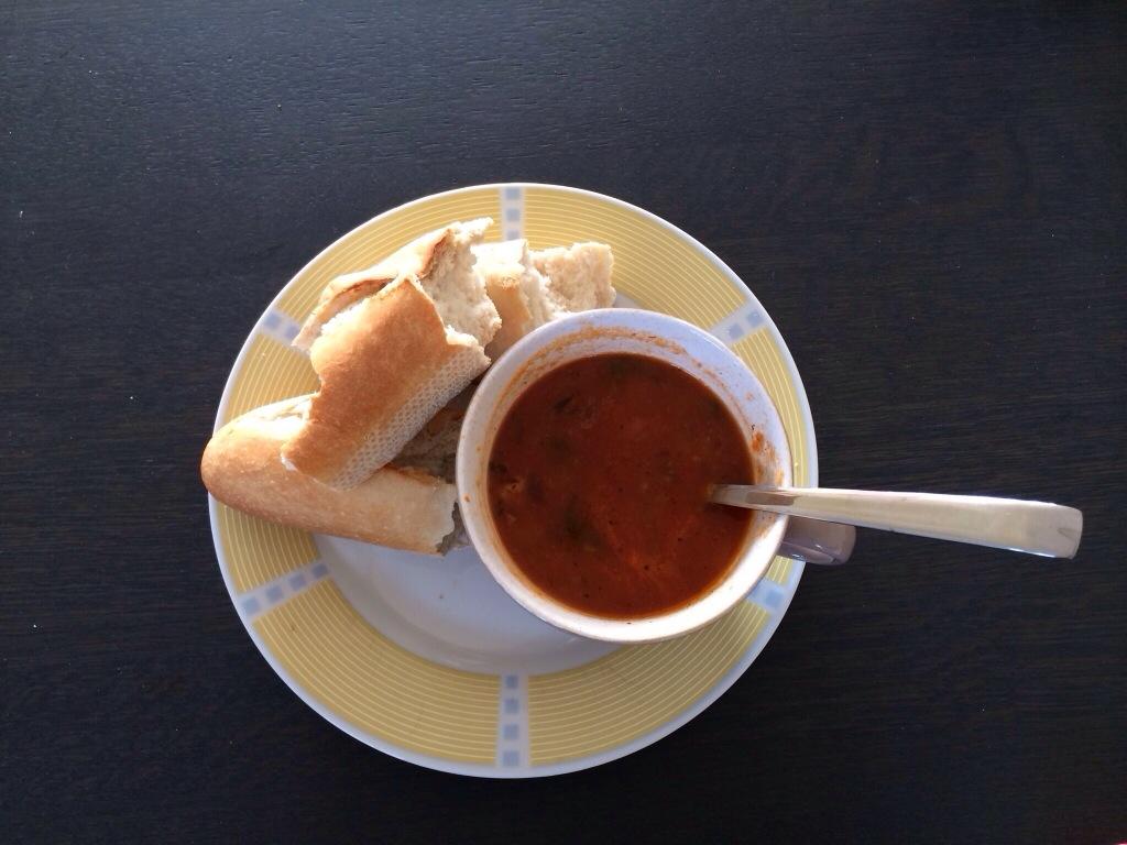 Eenvoudig: tomatensoep met stokbrood