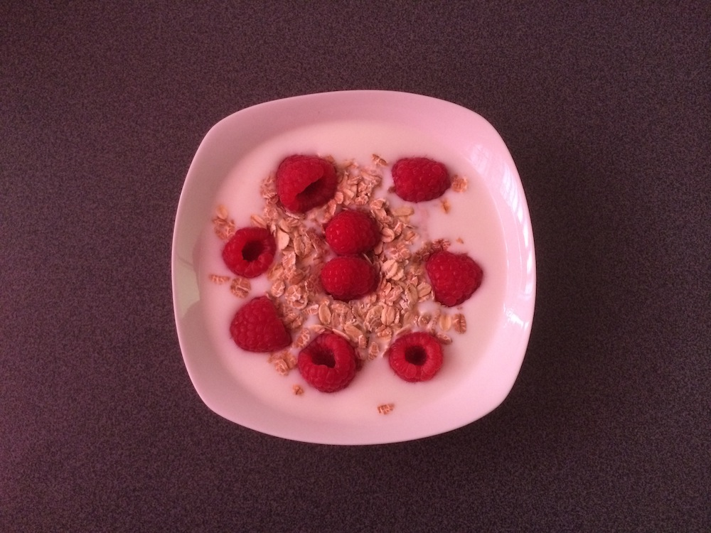 Magere yoghurt met muesli en frambozen
